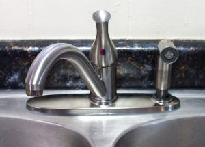 replacing-faucets-display-company